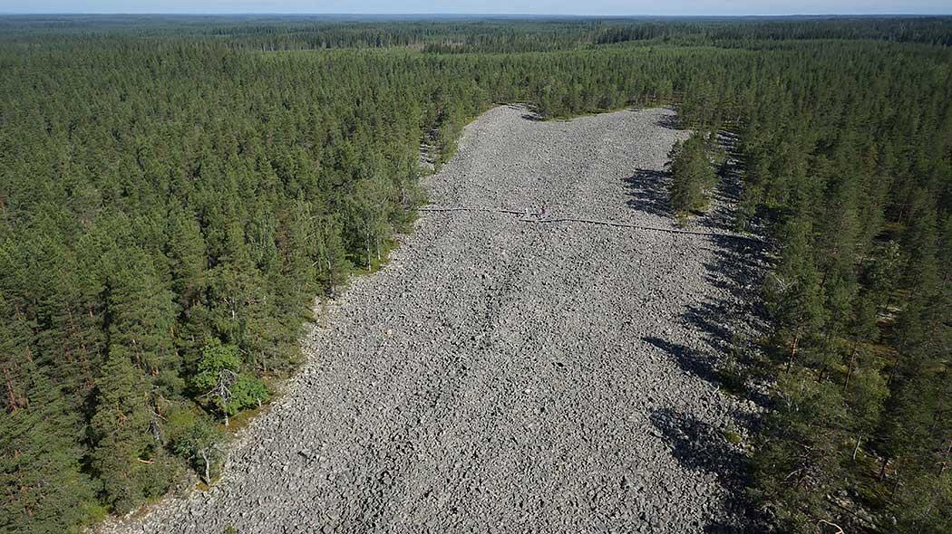 Den stiliga Kivijata fornstranden är 800 m lång. Bild  Timo Halme ja Tuomo  Häyrinen 0b9fe419a4